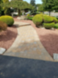 A paved walkway representing the work of brick pavers Pave Master Construction in East Brunswick, NJ