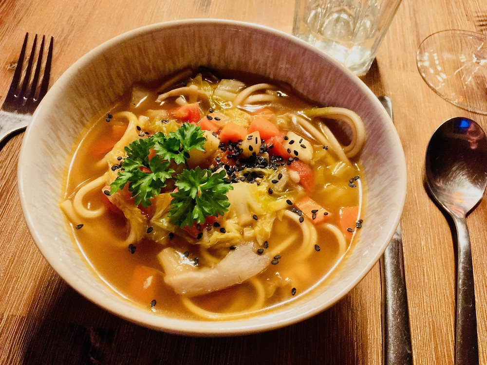 Japanische Udonnudel Suppe