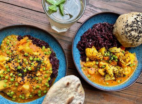Indisches Korma mit Reismix und Naanbrot