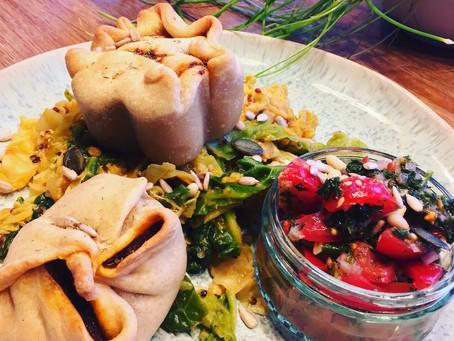 Herzhafte Potpies mit Wirsinggemüse und Tomatensalsa