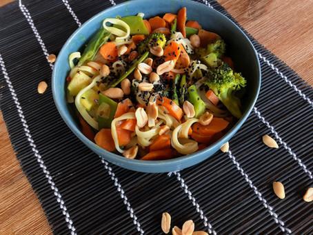 Reisnudelsuppe mit frischem Gemüse