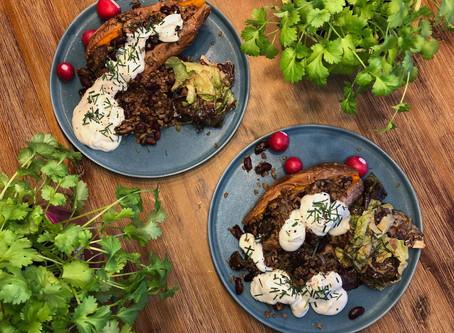 Ofensüßkartoffel mit Pilz-Hack-Füllung und Kräuterquark