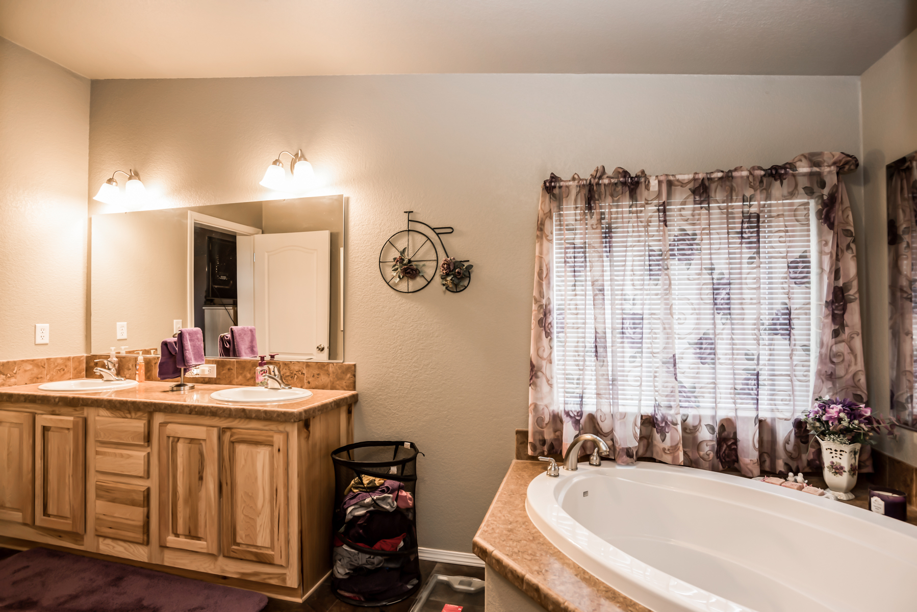 Soaker tub in La Pine for Sale