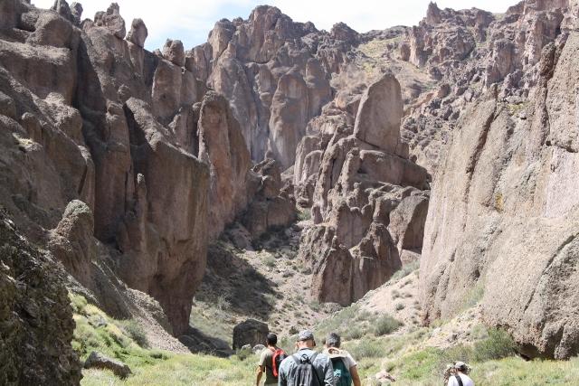 Alero de Charcamata, Cueva Manos