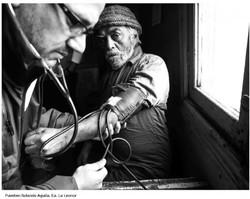 Médicos del Hospital con puesteros