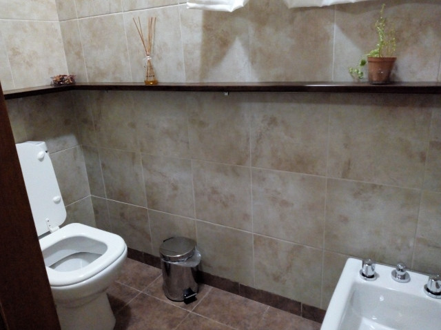 Baño: cuarto con inodoro y bidet