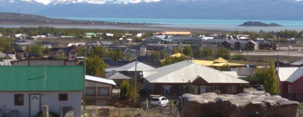 Vista desde el balcón al Lago Argentino y la cordillera