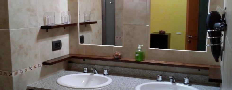 Baño, sector lavamanos