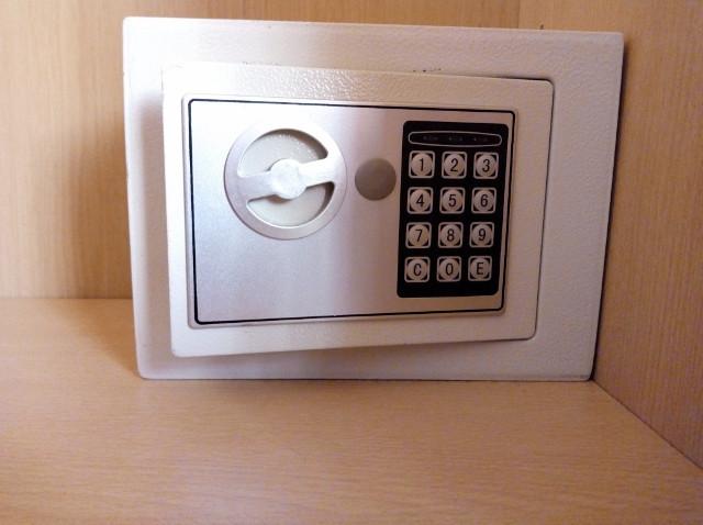 Caja de seguridad en un dormitorio