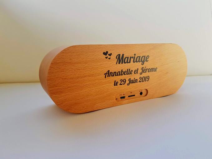 Enceinte en bois personnalisée pour un mariage