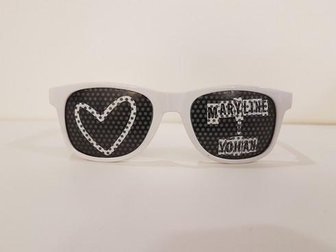 Lunette personnalisée sur verres avec stickers micro-perforés