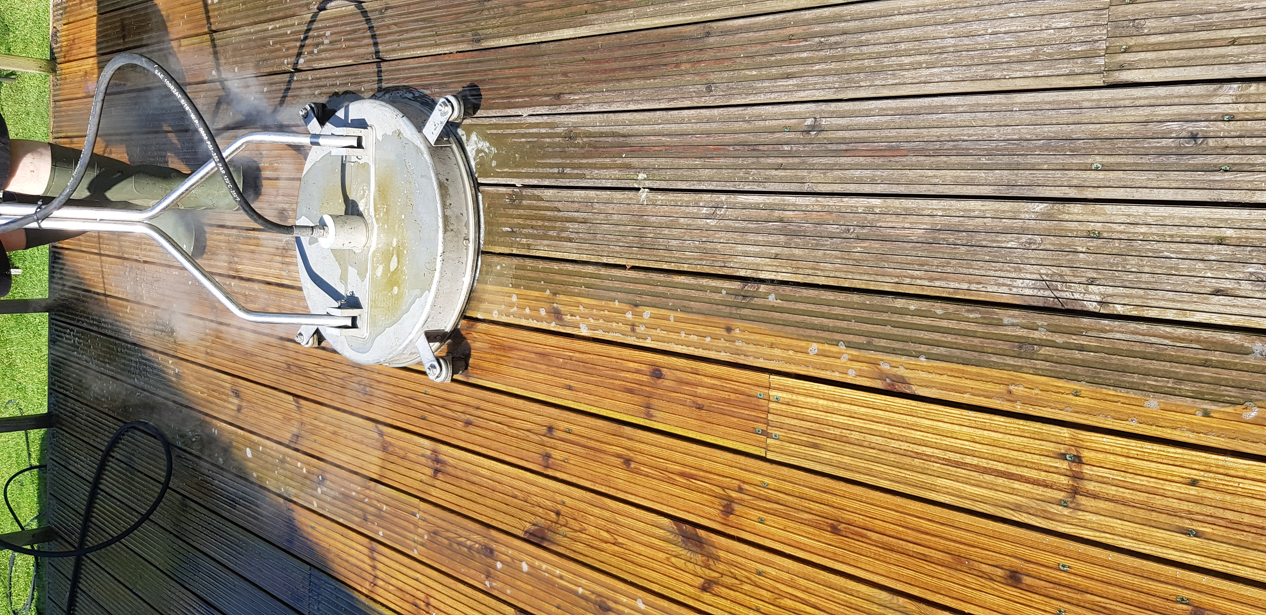 Low Pressure Steam Cleaning of Timber Decking