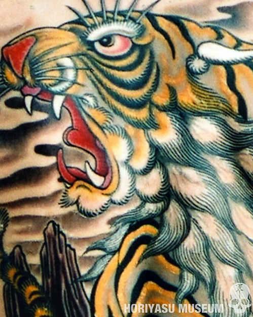 彫やす・虎