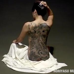 彫やす (Horiyasu) ブラックアンドグレー。一匹龍。 Black and Grey Ippiki Ryu