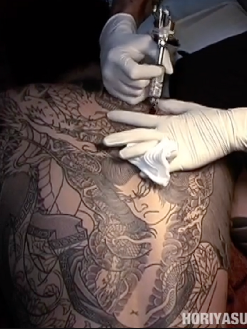 """彫やす Horiyasu - Tattooing """"Kumonryu Shishin"""" PART 1."""