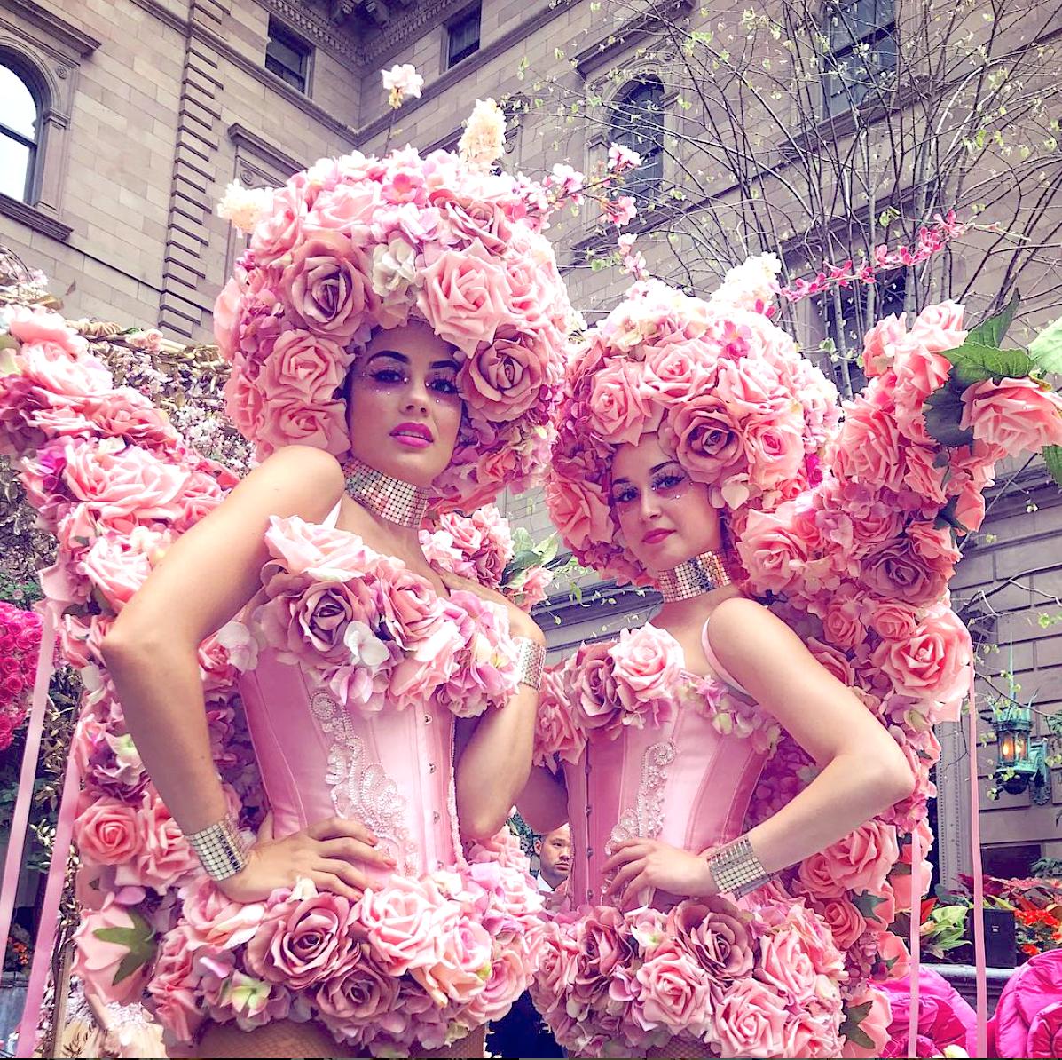 Femmes De Fleurs