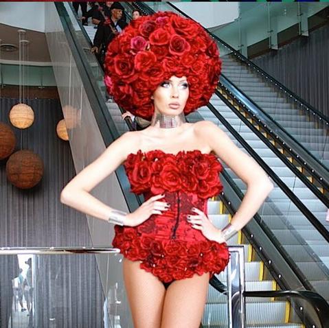 Femmes De Fleurs (Red).jpg