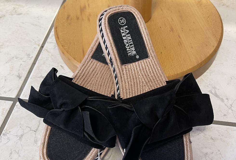 Claquettes noires à noeud