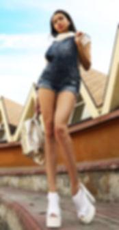 Beauty urban photo. Slim sexy brunette girl stands on road in short skirt Long legs Very high heels. 都会の美しさの写真。 スリムなセクシーなブルネットの少女は短いスカートで道に立っています長い脚非常に高いヒール Городское фото. Красивая стройная девушка брюнетка стоит на дороге в шортах. Длинные ноги, высокие каблуки лучшие фотографы инстаграм seo продвижение картинки смм раскрутка накрутка фото сайтов реклама шлюхи instagram Famous photographers самая в мире