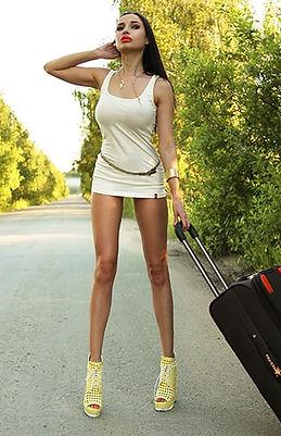 Beauty urban photo. Hot slender beautiful sexy girl stands on the road Very short skirt. Long legs. 都会の美しさの写真。 道に座っている細身の美しいセクシーな女の子。 とても短いスカートです。 長い脚。Стройная сексуальная красивая девушка с длинными ногами сидит на дороге в короткой юбке без трусов лучшие фотографы инстаграм seo продвижение картинки смм раскрутка накрутка фото сайтов реклама шлюхи instagram Famous photographers самая в мире