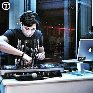 Melhor DJ para festas de casamentos, debutantes, formaturas e eventos corporativos.