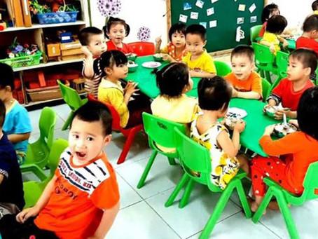 Chuẩn bị cho bé đi mẫu giáo lần đầu, mẹ cần lưu ý gì?