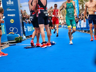 Hollaus stürmt mit fulminanten Lauf auf Rang 6 in Cagliari!