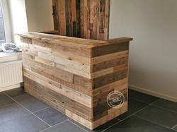 Comptoir bar et bardage mural en bois de palette
