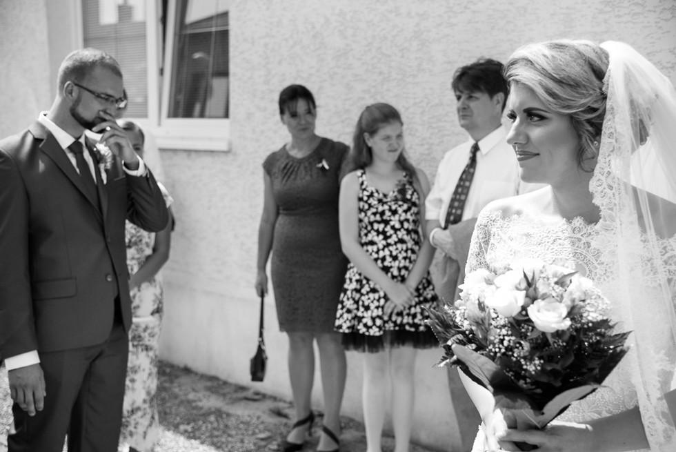 Nevěsta s ženich po prvním spatření nevěsty
