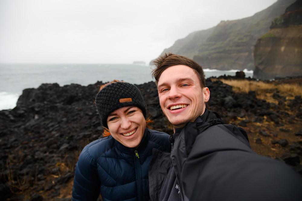 Selfie z Azor, z pláže Ferraria, kde termální prameny vyvěrají z oceánu.