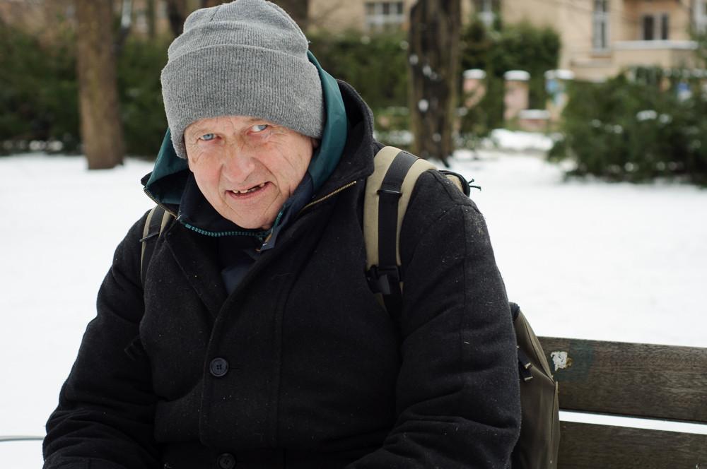 Pan Milan vypráví o životě na ulici a jeho spokojenosti s tímto stylem života.