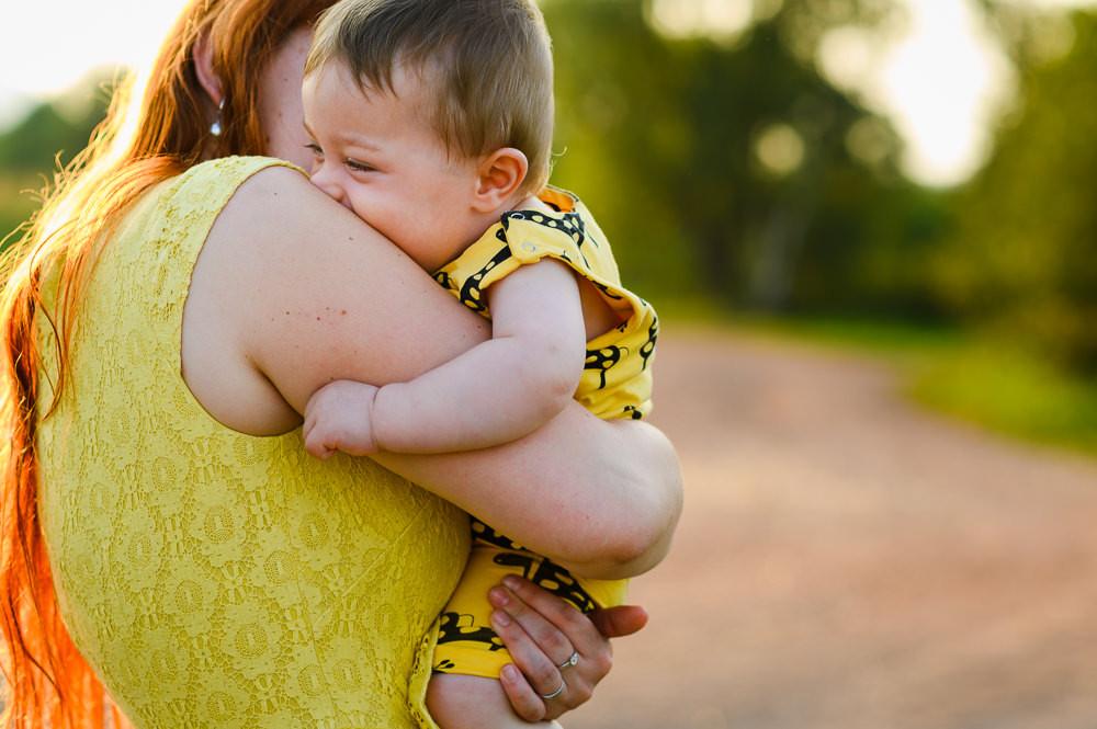 Objetí mámy a syna.