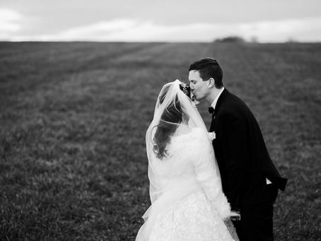 Irina & Petr: zimní svatební focení nazeleno