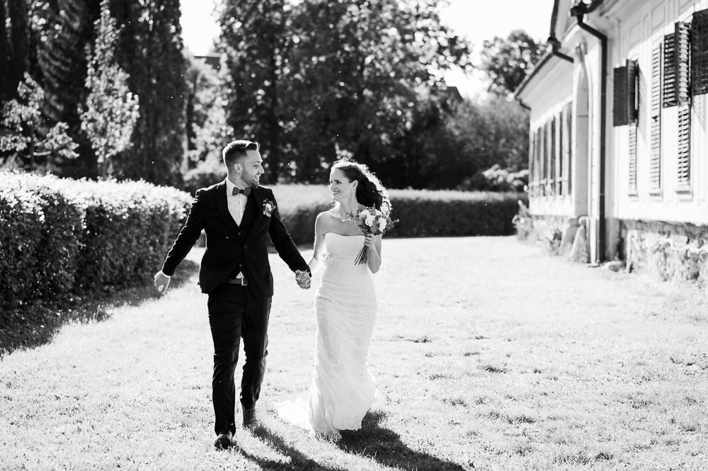 Místo na svatbu, Čechy pod kosířem svatba, letní svatba. Letní svatba, svatebni fotograf Olomouc, svatebni fotograf, misto na svatbu olomouc a okoli, kde se vzit v okoli olomouce, olomocky kraj svatebni fotograf, svatba v olomouci, svatebni misto olomoucky kraj, fotograf na svatbu, cernobile svatebni fotografie, prirozene svatebni fotografie, momentky svatebni foceni, nestrojene svatebni fotky, foceni zamek cechy pod kosirem, foceni zamecky park, zamek svatba olomoucky kraj