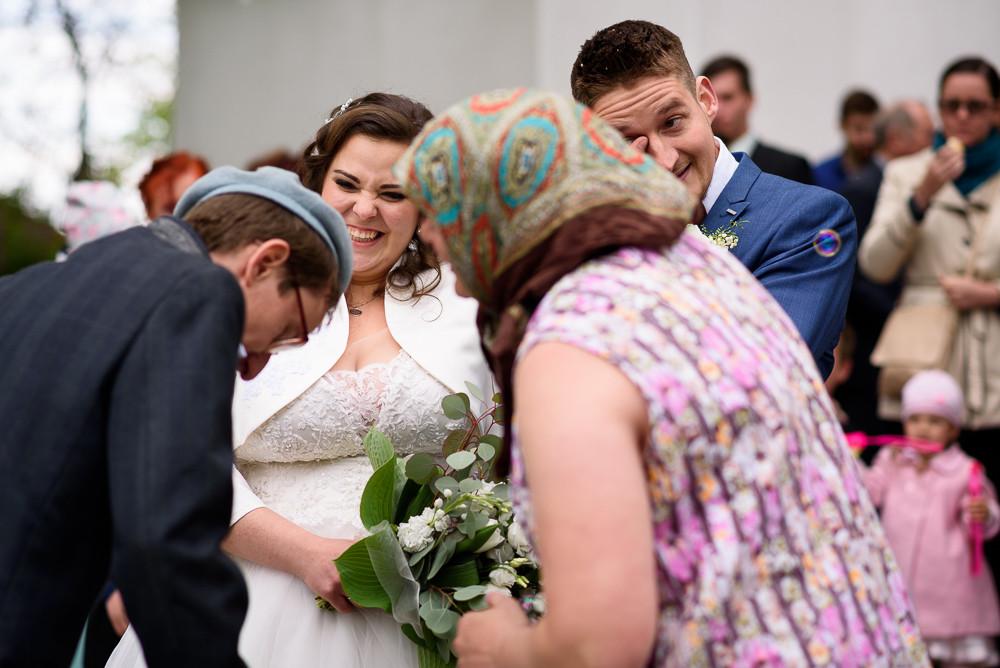 Zalikování novomanželů.