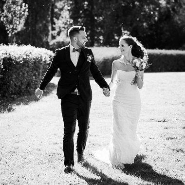 Novomanželé při portrétním svatebním focení v zámeckém parku v Náměšti na Hané, olomoucký svatební fotograf Jan Doležal