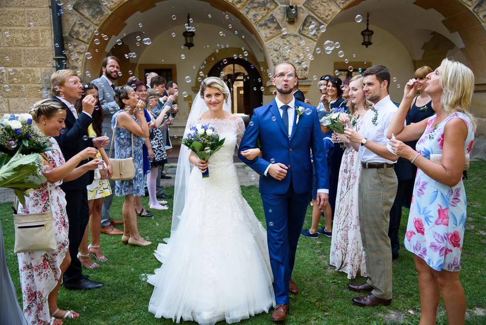 Bublifukový svatební špalír na hradě Šternberk