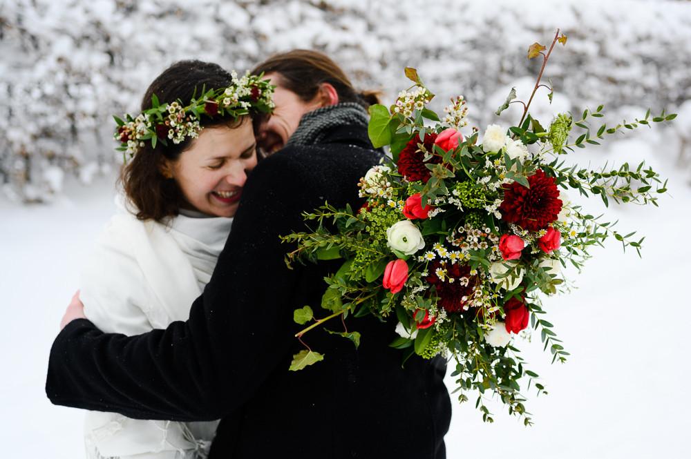 Zimni svatba Beskydy. Zimni svatba, zimni svatba inspirace, zimni svatebni saty, inspirace zimni svatebni saty, svatebni foceni louka, Beskydy svatebni foceni, obrad na horach, svatba v zime, misto na svatbu hory, svatebni fotograf olomouc, olomouc, svatba olomouc, tipy misto na svatbu, zimni svatebni obleceni, svatebni portret, zimni foceni inspirace, zimni svatebni kytice, cerstva svatebni kytice, svatebni venecek, zimni nevesta, svatba na snehu, snih svatba, bila svatba, portret nevesta