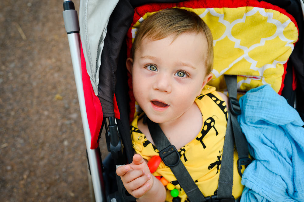 Eddie, portrét dítěte v kočáře.