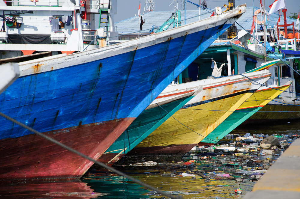 Colourful ships in port paotere in Makassar, South Sulawesi, Indonesia.