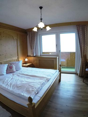 Schlafzimmer_Geißhorn_2.jpeg