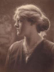 woman-615421_1920.jpg