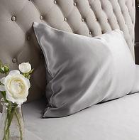 zīda gultas veļa