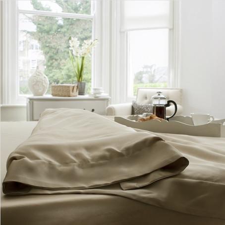 Zīda gultas veļas priekšrocības