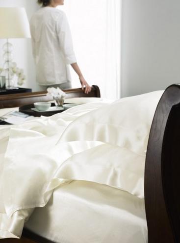 zīda gultas veļas kopšana