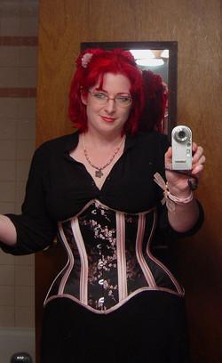 Suzanne+blk+pink+corset.jpg