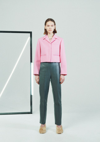 WOOL CALZE OPEN COLLOR SHORT JACKET 21WJK-#927L PINK  SHEEP LEATHER PINTUCK CROPPED PANTS 21WPT-#902L GRAY  FUR PUMPUS 21WSHO-#935L  SNAKE CHAIN NECKLACE 21WAC-#915L SILVER