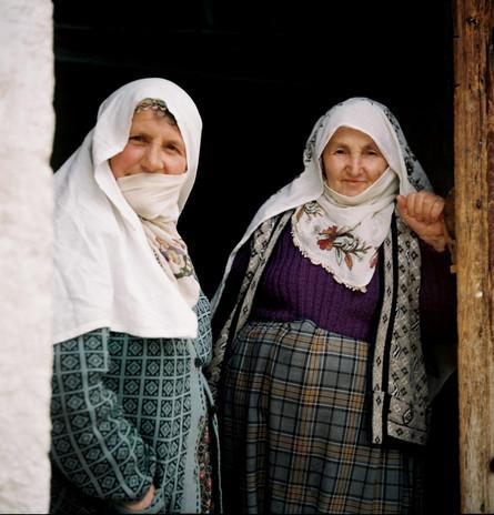Gulperi and her neighbour in Babayan