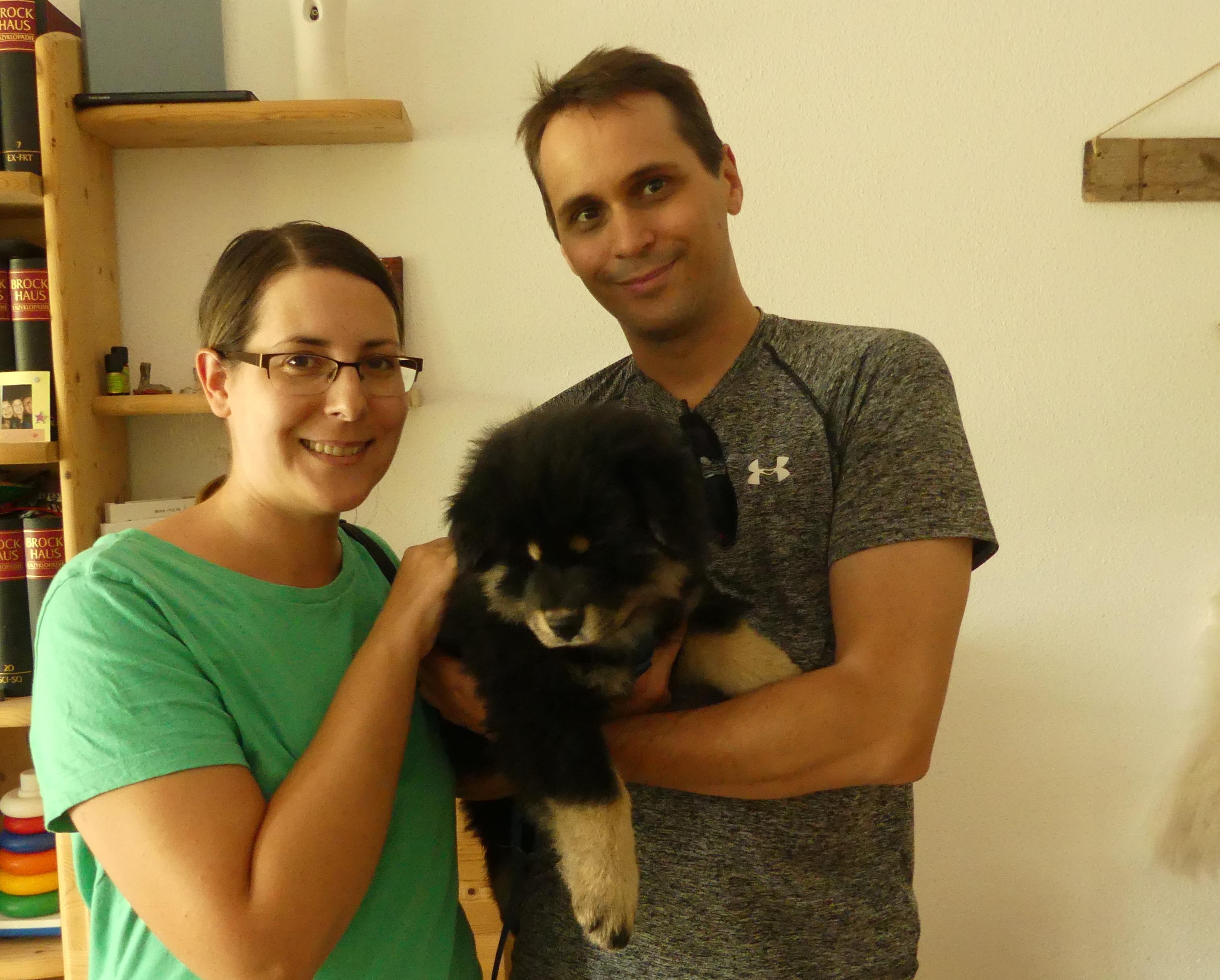 Akela mit seiner neuen Familie