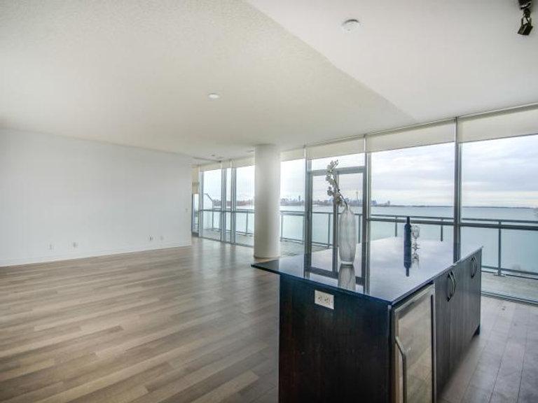 10_livingroom4.jpg